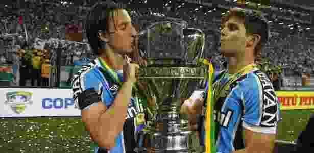 Geromel (e) e Kannemann (d) formam dupla de sucesso e não sofreram gols juntos pelo Grêmio - Lucas Uebel/Grêmio - Lucas Uebel/Grêmio