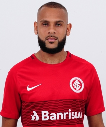 Carlos Andrade Souza, lateral do Internacional