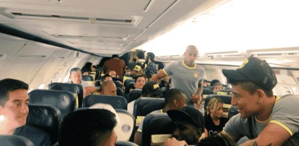 Barcelona-EQU está em hotel na Bolívia e bagagem ficou retida em avião à espera de voo - Reprodução/Twitter