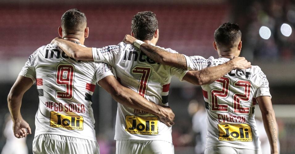 Diego Souza, Nenê e Everton comemoram seus gols contra o Botafogo