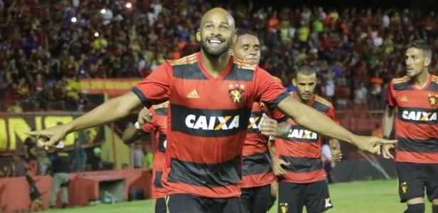 Fellipe Bastos comemora gol do Sport contra o Atlético-PR; volante pode ser titular