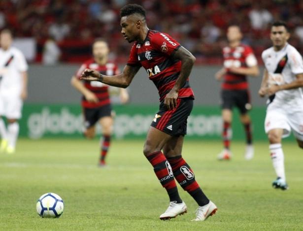 Vitinho acumula decepções com a camisa do Flamengo desde que foi contratado - Divulgação/Flamengo