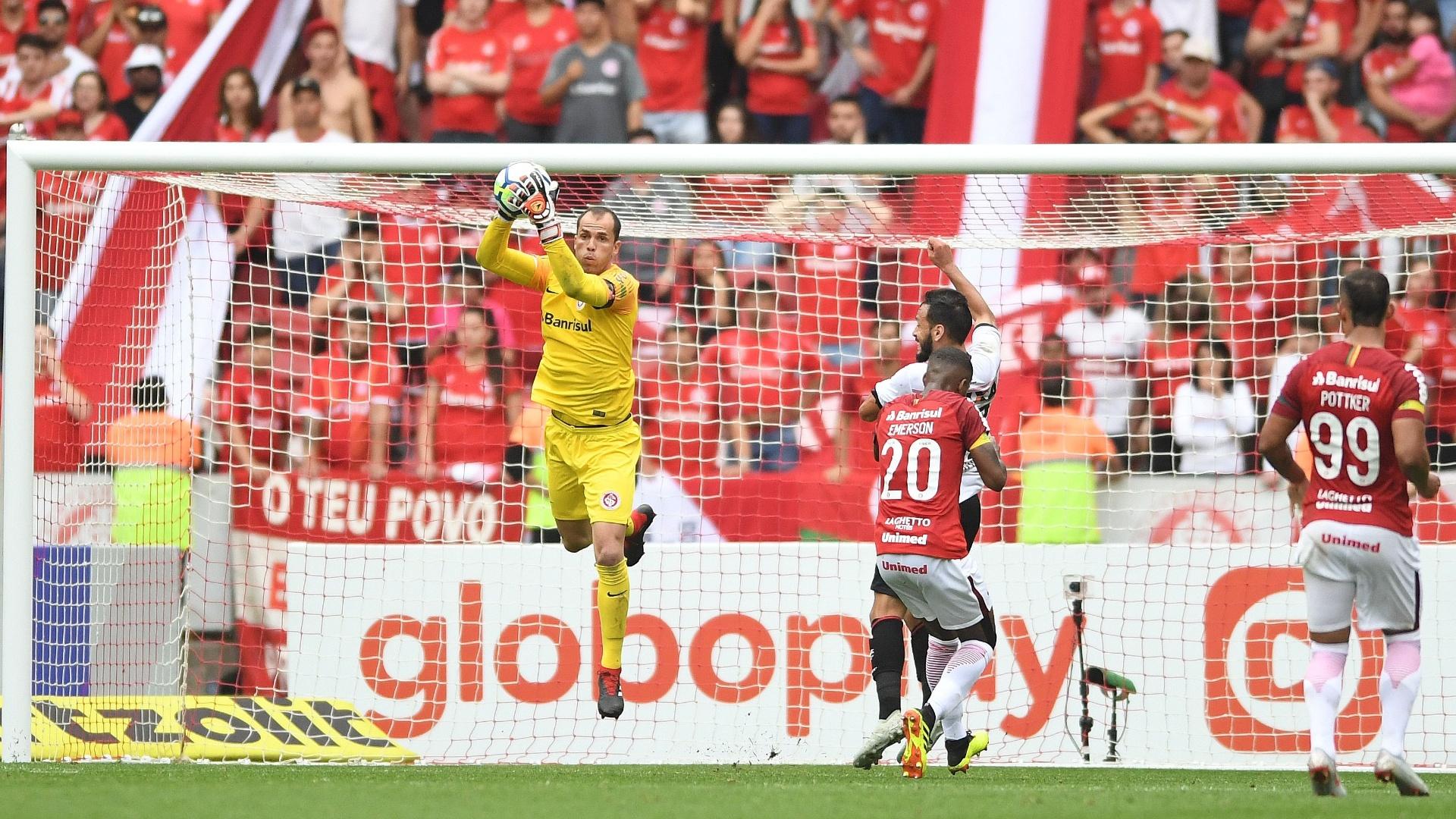 Marcelo Lomba, goleiro do Inter, em jogo contra o Vitória