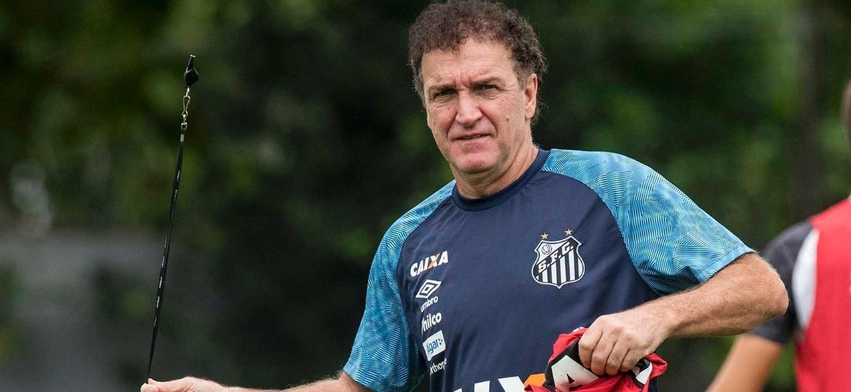 Cuca deixou o Santos em dezembro para realizar uma cirurgia; técnico seguirá afastado até se recuperar - Ivan Storti/Santos FC