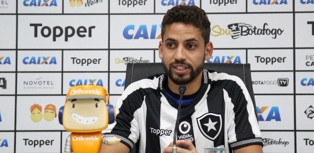 4869b573d17c1 Zagueiro Gabriel se apresenta no Botafogo   Vim fazer a minha história