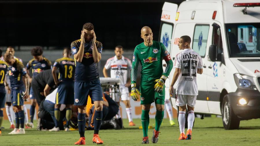 Jogador Rafael Carioca, do Red Bull Brasil, saiu de ambulância durante partida contra o São Paulo pelo Paulista 2019 - Marcello Zambrana/AGIF