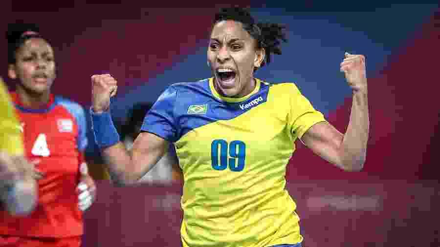 Ana Paula, da seleção feminina do Brasil de handebol, na vitória sobre Cuba no Pan-2019 - Wander Roberto/COB