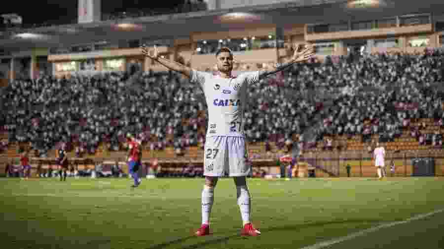 Eduardo Sasha em jogo do Santos - Ricardo Nogueira/Getty Images