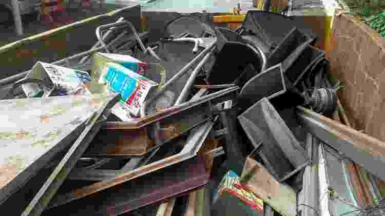 Caçamba de lixo no Pacaembu - Demétrio Vecchioli/UOL - Demétrio Vecchioli/UOL