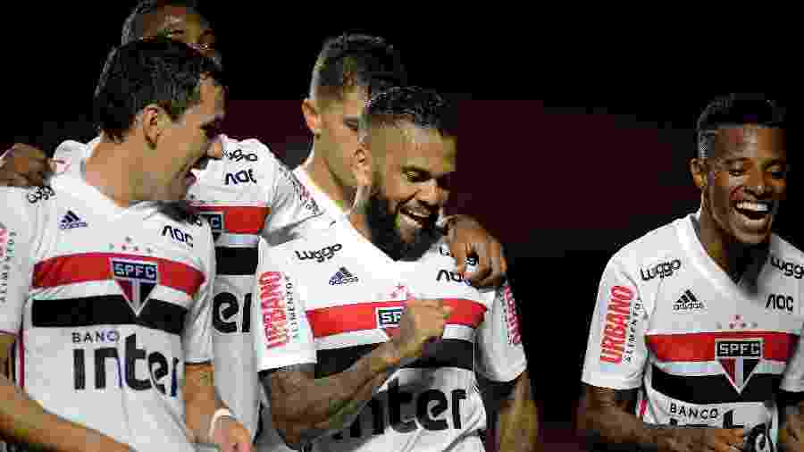 Daniel Alves festeja gol do São Paulo contra o Água Santa pelo Paulistão - Alan Morici/AGIF