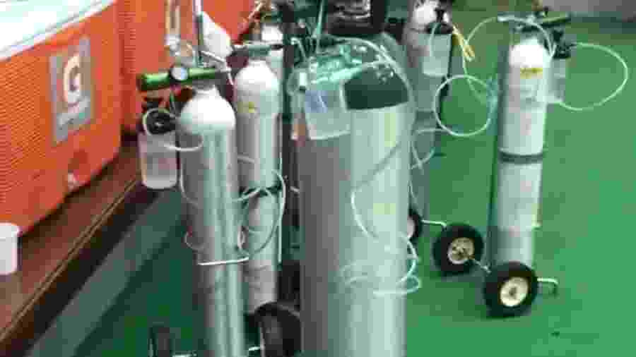 Vestiário do Fla tem tubos de oxigênio após final da Recopa na altitude - Reprodução