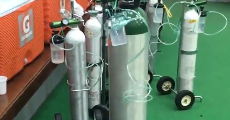 Vestiário do Fla tem tubos de oxigênio após final da Recopa na altitude