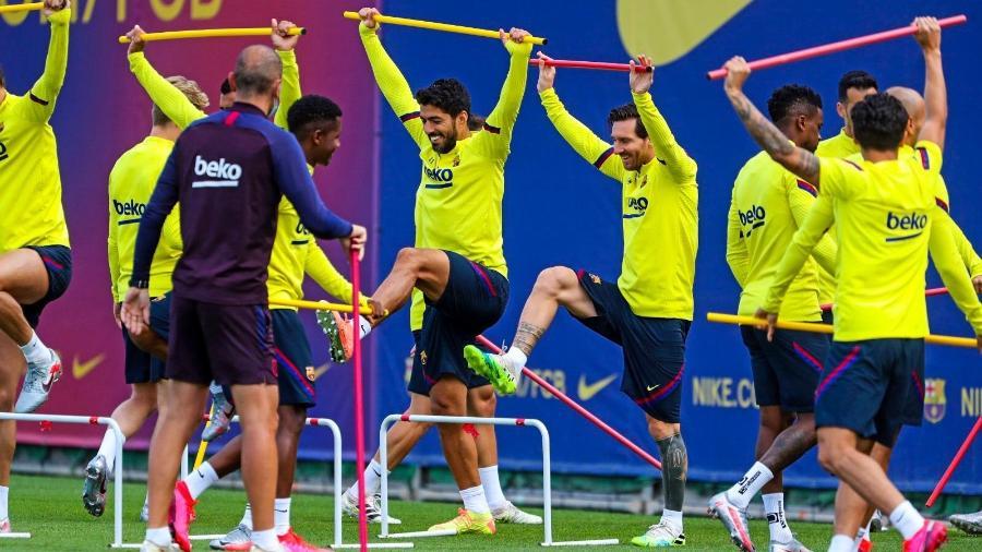 Messi durante treinamento com companheiros no Barcelona - Reprodução/Twitter/@FCBarcelona_es