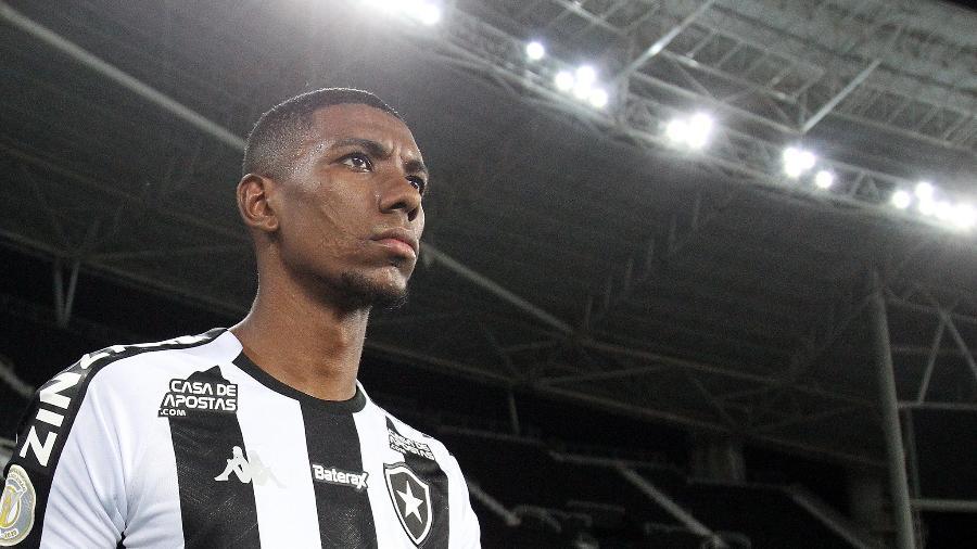 Kanu, zagueiro do Botafogo, entrou na mira do Galo e tem o aval do técnico Cuca - Vitor Silva/Botafogo