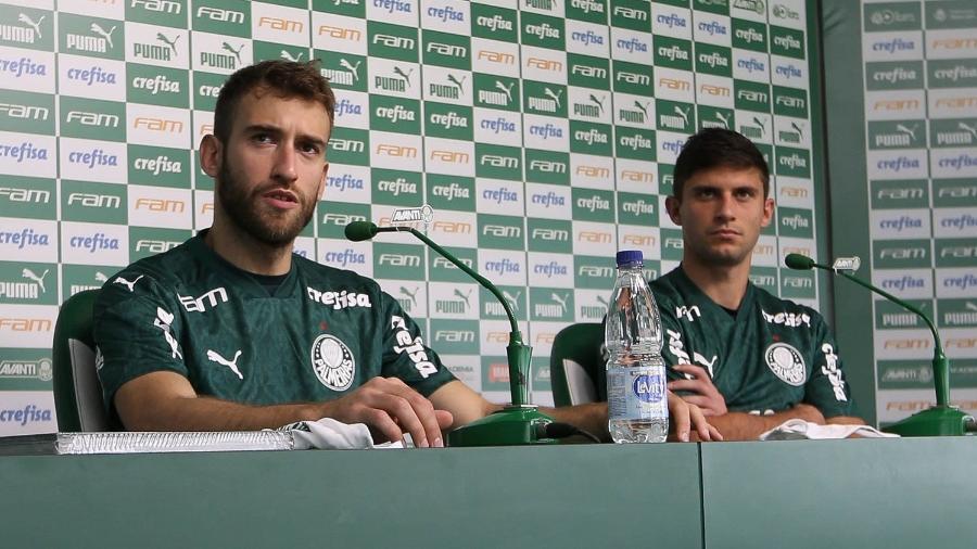 Os jogadores Alan Empereur e Benjamín Kuscevic (D), são apresentados como os mais novos jogadores da SE Palmeiras, na Academia de Futebol. (Foto: Cesar Greco) - Cesar Greco
