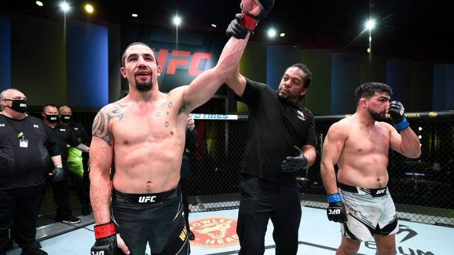 Robert Whittaker e Kelvin Gastelum - UFC Vegas 24 - Chris Unger/Zuffa LLC