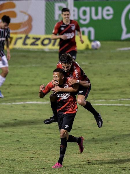 Jogo entre Fluminense e Athletico foi primeiro apagão do Brasileirão 2021 - Thiago Ribeiro/Thiago Ribeiro/AGIF