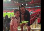 Grealish dá chuteiras a jovem torcedor Inglês após final da Eurocopa; veja - Reprodução/Twitter