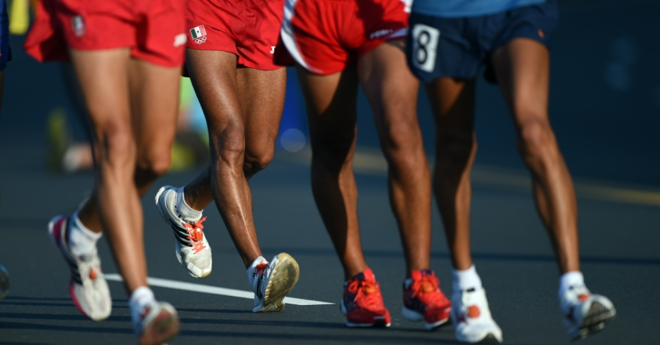 Em movimentos sincronizados, atletas disputam marcha atlética no último dia de competições do Pan de Toronto