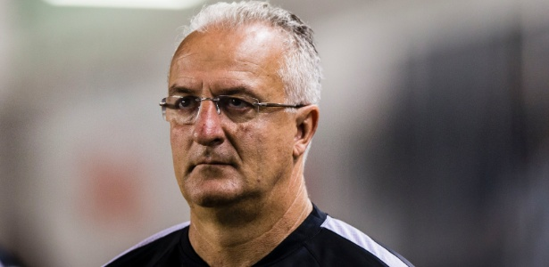 Dorival Júnior não aprovou mudança de jogo e pede para diretoria não vender atletas - Adriano Vizoni/Folhapress