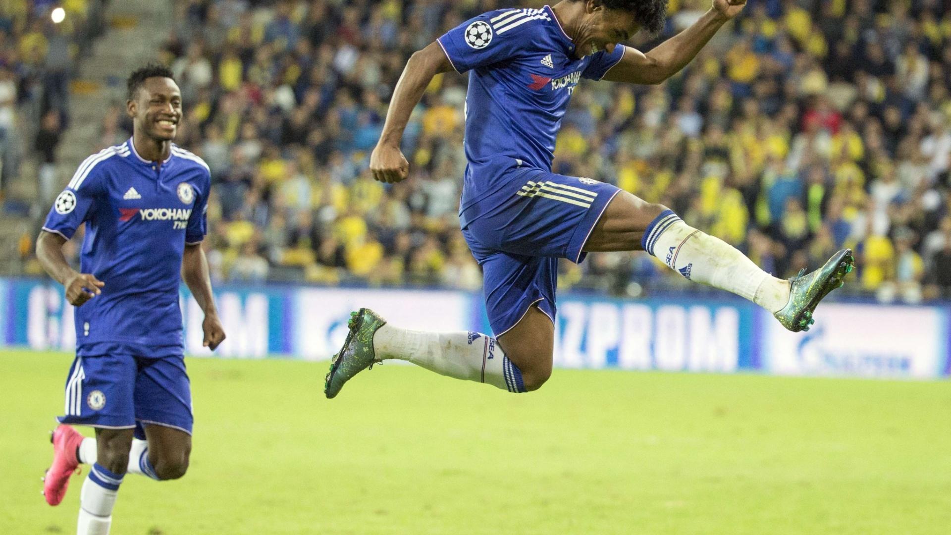 Willian festeja após anotar gol de falta, na vitória do Chelsea sobre o Maccabi Tel Aviv, em Israel