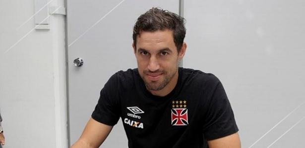 Martín Silva agora tem mais três anos de contrato com o Vasco pela frente