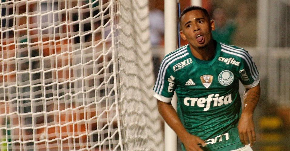 Gabriel Jesus comemora o seu gol contra o Rio Claro
