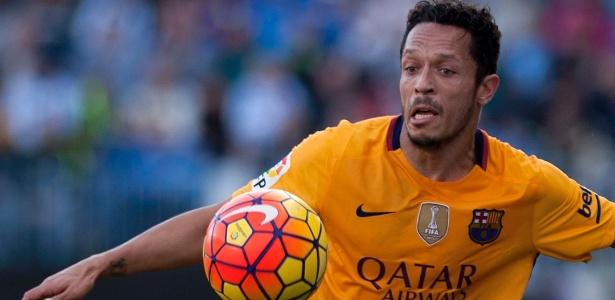 Adriano encontra dificuldade para conseguir liberação no Barcelona