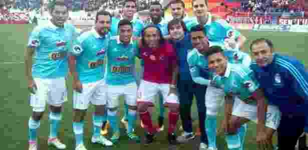 Ronaldinho no Cienciano x Sporting Cristal - @clubscristal/Twitter - @clubscristal/Twitter