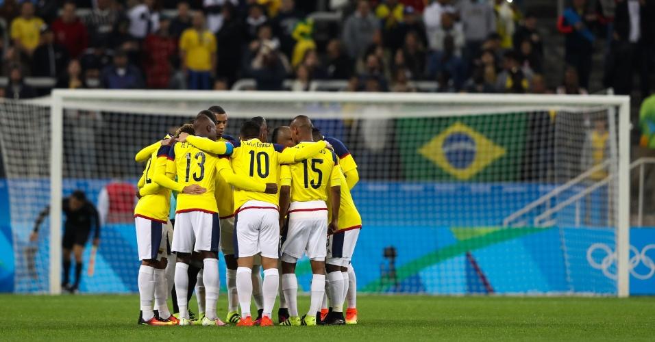 Jogadores da Colômbia concentrados no início da partida contra a Nigéria na Arena Corinthians
