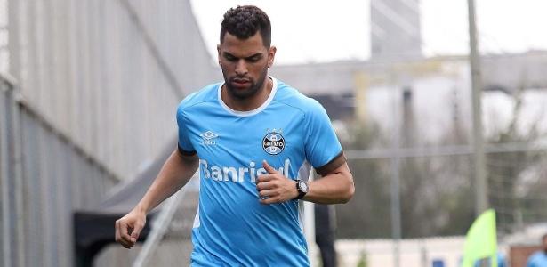 Maicon participa de treinamento e pode voltar ao time do Grêmio