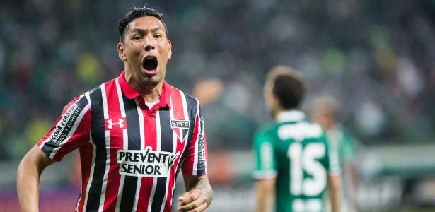Andrés Chávez volta ao time titular do São Paulo