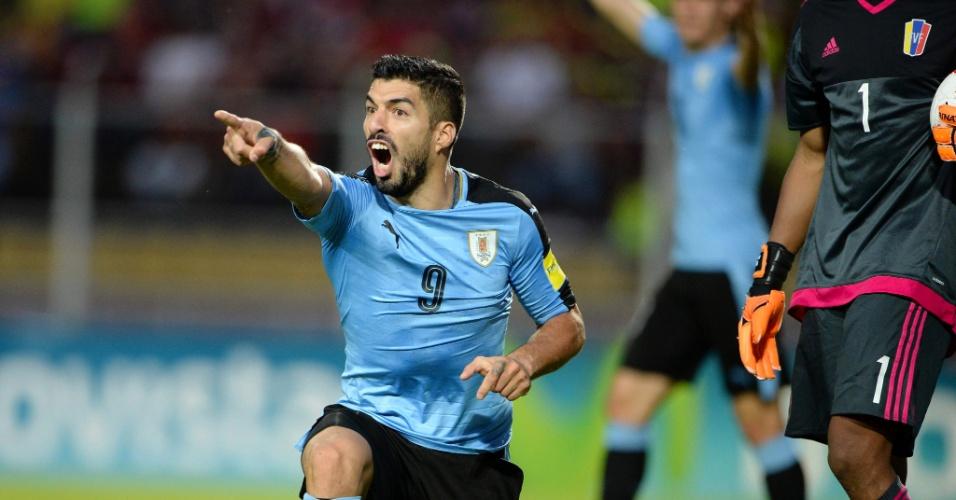 Suárez reclama de lance no jogo entre Uruguai e Venezuela