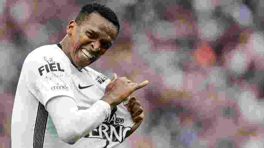 Jô comemora gol do Corinthians contra o Palmeiras na temporada 2017, em que ele fez 25 gols - Ale Cabral/AGIF