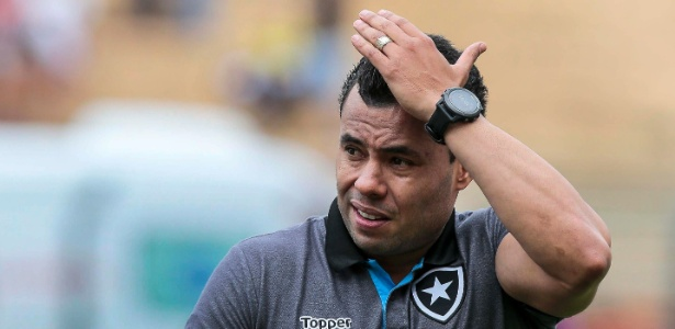 Jair não consegue encontrar solução para fazer Botafogo voltar aos trilhos nesse fim de ano