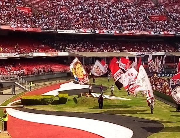 Lugano ganhou bandeirão em homenagem à sua despedida do São Paulo