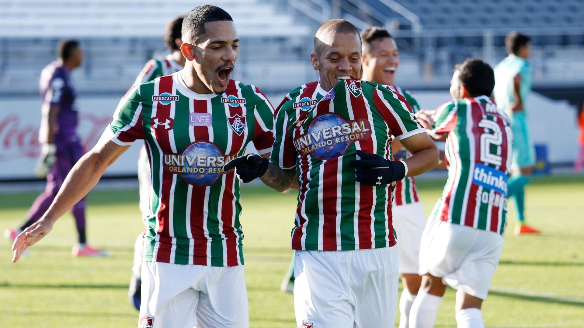 Marcos Júnior comemora com Gilberto o gol do Fluminense sobre o Barcelona-EQU, pela Florida Cup