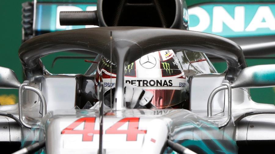 Lewis Hamilton, da Mercedes, em ação no GP do Azerbaijão - DAVID MDZINARISHVILI/REUTERS