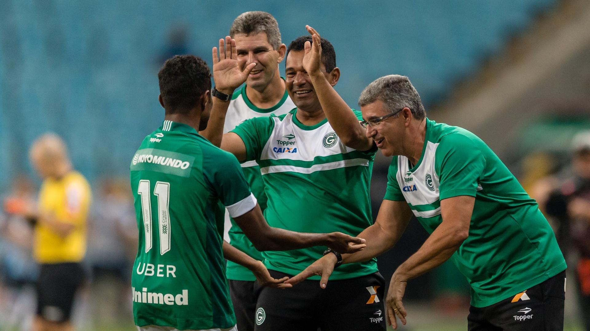 Maranhão comemora gol do Goiás diante do Grêmio