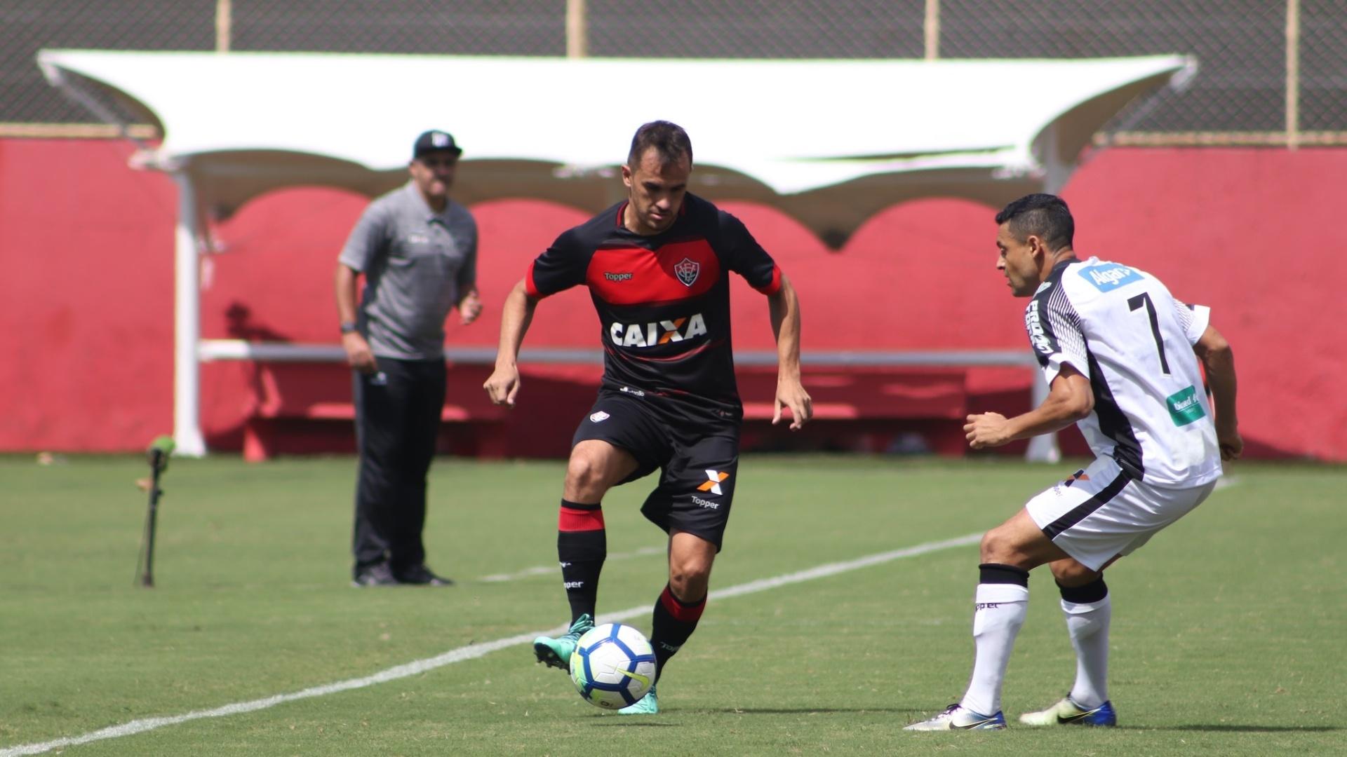 Eder Luis marca Lucas em Vitória x Ceará