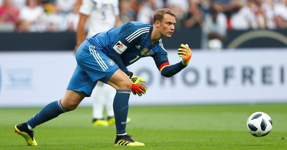 Manuel Neuer em ação pela Alemanha contra a Arábia Saudita