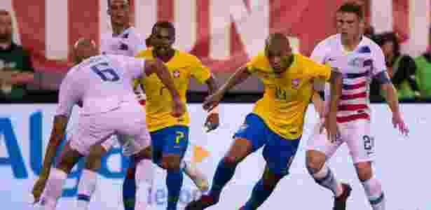Fabinho encara a marcação dos EUA em amistoso da seleção brasileira - Pedro Martins / MoWA Press - Pedro Martins / MoWA Press