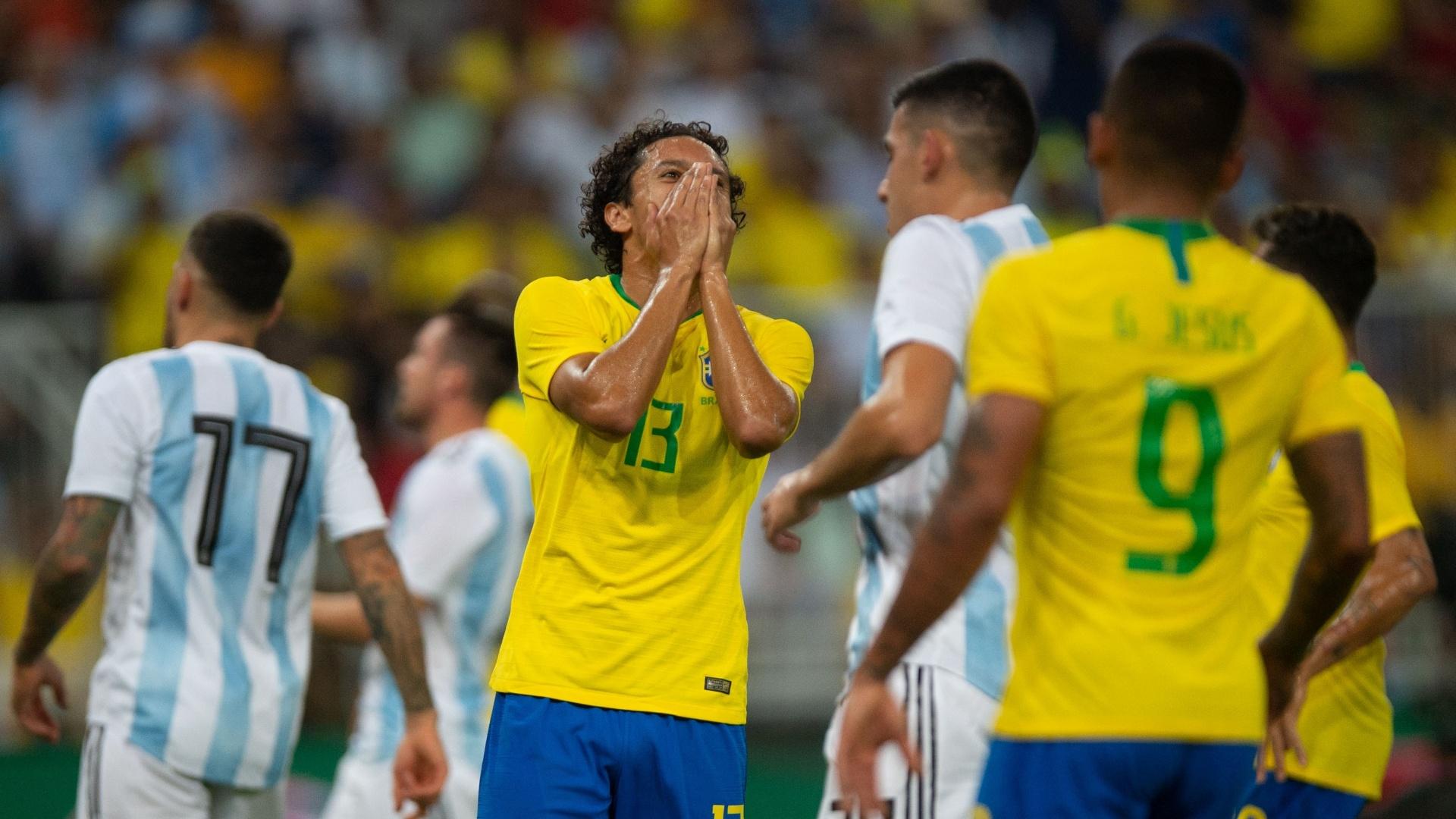 Marquinhos lamenta chance perdida durante clássico entre Brasil e Argentina
