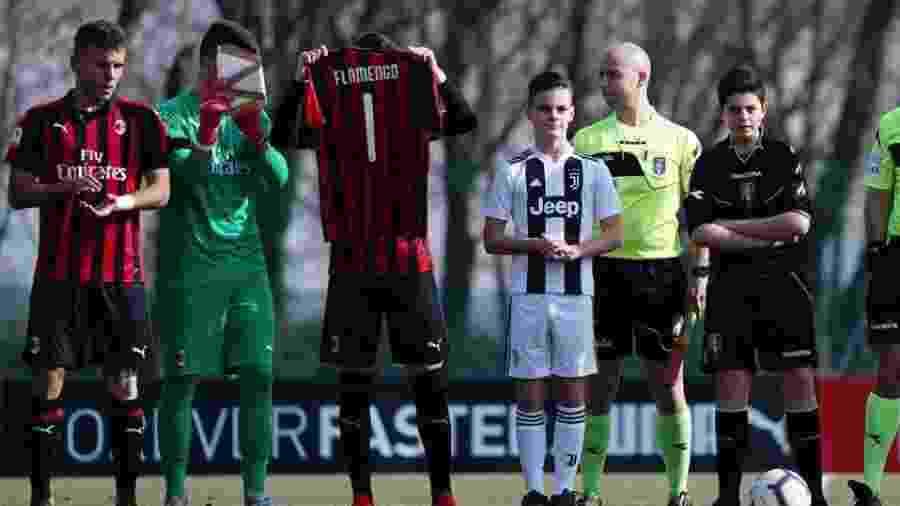 Milan e Juventus homenageiam vítimas do incêndio antes de clássico ... b5493aa6f4f55