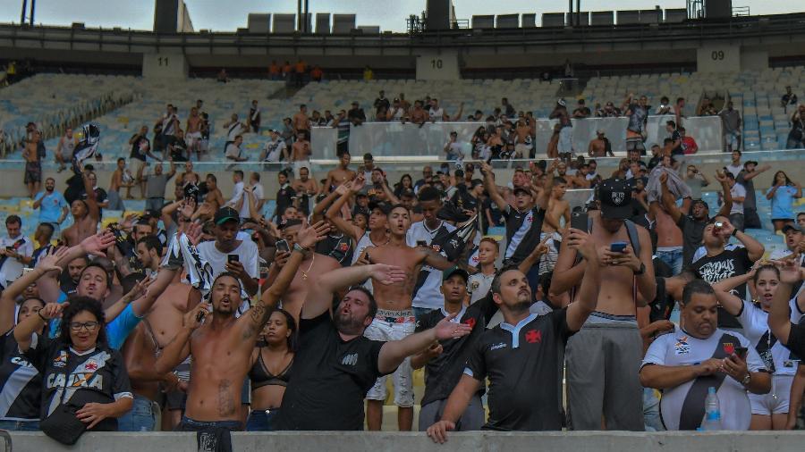 Torcida do Vasco entrou no Maracanã com quase 30 minutos de jogo - Thiago Ribeiro/AGIF