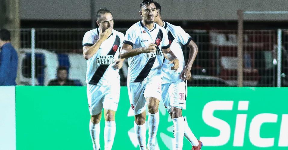 4b593480504e5 Jogadores do Vasco comemoram gol em partida contra o Serra ES