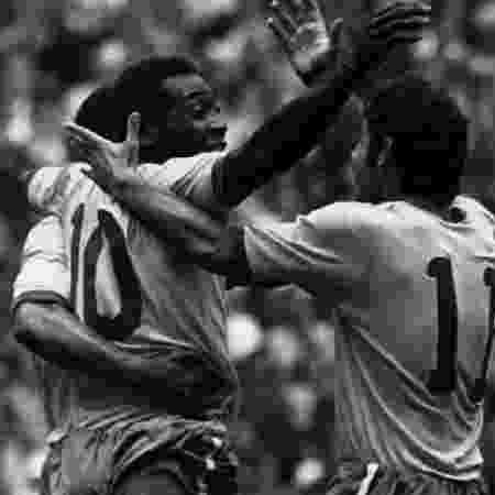 Pelé comemora gol durante a Copa do Mundo de 1970 no México - Getty Images
