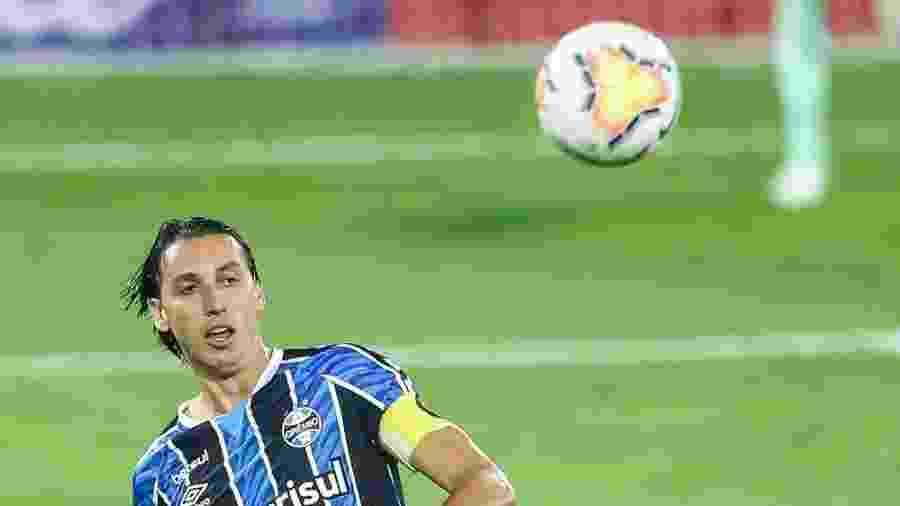 Pedro Geromel saiu no primeiro tempo e poderá ficar afastado do time - Lucas Uebel/Grêmio FBPA