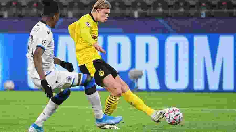 Haaland do Borussia Dortmund durante jogo contra o Brugge pela Liga dos Campeões - Ina Fassbender/AFP