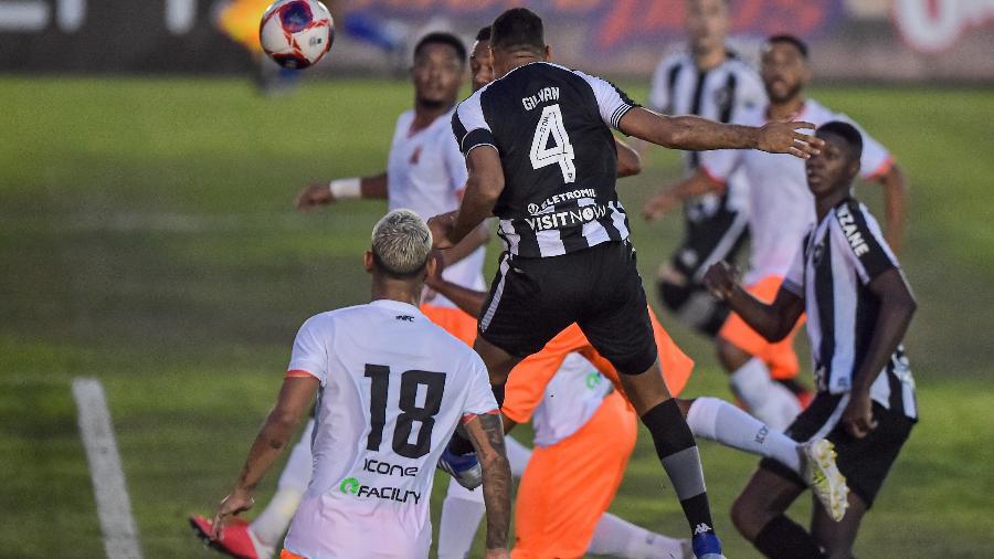 Lance de jogo entre Nova Iguaçu e Botafogo, pelo campenato Carioca - Thiago Ribeiro/AGIF